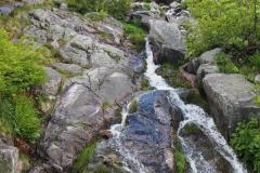 po drodze przechodzimy przez potok Łomniczka
