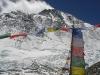 Mount Everest z charakterystycznym pióropuszem chmur