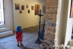 Wojtuś zwiedza muzeum przykościelne