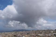 czarne chmury zbierają sięnad Ataviros