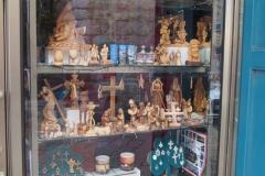 piękne drewniane figurki z motywem bożonarodzeniowym