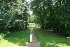 na terenie parku w Biedrusku