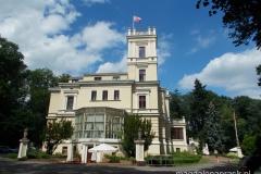 pałac w Biedrusku wzniesiony w latach 1977-1880