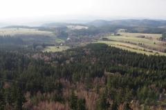 widok na wieś Pasterka ze szczytu Szczelińca Wielkiego