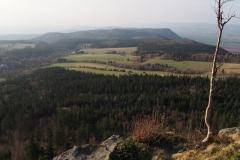 widok na Broumovske Steny ze szczytu Szczelińca Wielkiego
