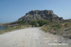 ruiny Feraklos od strony plaży św. Agaty