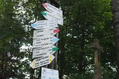 przy schronisku PTTK Jagodna znajduje się węzeł szlaków turystycznych