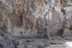 płaskorzeźba statku wyrzeźbiona w skale