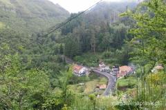 Ribeiro Frio widziane ze szlaku powyżej osady