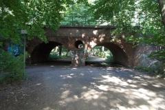 stary wiadukt niczym brama prowadząca nad Rusałkę