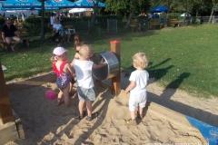na placu zabaw nad jeziorem Rusałka