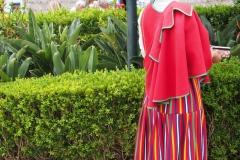 dziewczyna w tradycyjnym stroju maderskim