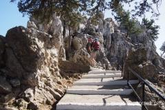 schody prowadzące na klasztorne wzgórze