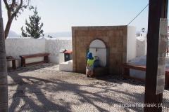 klasztor Tsampika - Wojtusia najbardzie zainteresował kranik z wodą