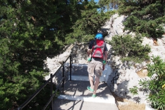 zejście na dół - powrót z klasztornego wzgórza do parkingu