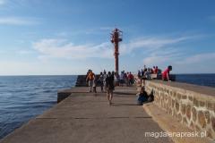 deptak wgłąb morza - wzdłuż ujścia portu do morza