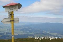 na szczycie - czeska tablica informuje o wysokości Babiej Góry 1.723m npm