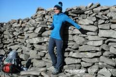obowiązkowa sesja fotograficzna z murkiem na szczycie Babiej Góry