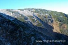 główna grań masywu Babiej Góry pokryta jest szronem