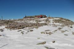 szczyt Babiej Góry - Diablak; z charakterystycznym murkiem chroniącym od wiatru