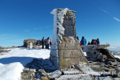 pomnik na szczycie Babiej Góry z wizerunkiem Jana Pawła II