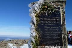 pomnik z wizerunkiem Jana Pawła II na szczycie Babiej Góry
