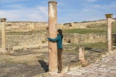 starożytne kolumny - typowe dla tamtejszej architektury