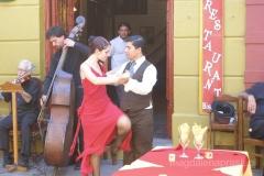 tango argentyńskie tańczone na ulicy