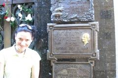 Leżą tu prezydenci kraju, politycy, pisarze, naukowcy. Zwiedzający najczęściej szukają jednak grobu charyzmatycznej żony prezydenta Perona, Evity.