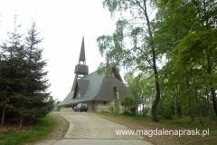 w Jamnej; w 2001 roku obok pomnika upamiętniającego tragiczne wydarzenia wrześniowe w 1944 roku konsekrowany został kościół