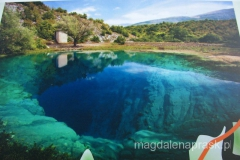 źródło rzeki Cetina to dziura o głębokości 150 metrów, z której wypływa już sporych rozmiarów rzeka Cetina