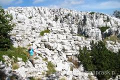 piękne białe skały wszędzie dookoła