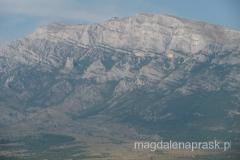 najwyższy punkt czyli szczyt Dinara jest jakby na drugim planie