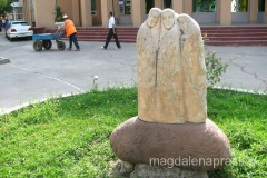 jedna z rzeźb zdobiących centrum