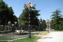 pomnik Rudaki na północnym krańcu ulicy Rudaki
