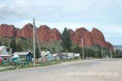 formacja skalna Siedem Byków góruje nad Dżeti Ogyz Kurort
