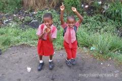 Tanzania - czekając na autobus do szkoły