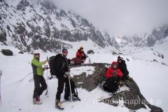 nasza drużyna prawie w komplecie - Baryżowiecka Dolina, idziemy pod ścianę Gerlacha (fot. Michał Osysko)