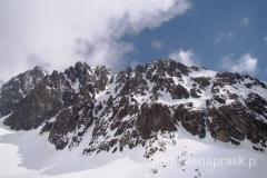 jedyny moment w ciągu całego dnia, w którym udało się uchwycić grań szczytową Gerlacha, najwyższy wierzchołek to ten najbardziej po lewej stronie (fot. Michał Osysko)