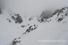 widok w kierunku szczytu - pogoda się pogarsza, niewiele widać