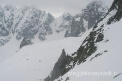 po lewej stronie, nieco w dole szczyt Kościółek (Kostolnik 2.262m npm)