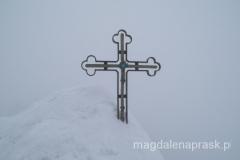 metalowy krzyż z niebieskim oczkiem na szczycie Gerlacha został postawiony w 1997r. - ciąga pioruny więc w czasie burzy na szczycie jest niebezpiecznie