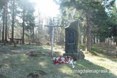 odsłonięty w 1999r. kamień księdza Władysława Gurgacza – kapelana Polskiej Podziemnej Armii Niepodległościowej, który został zastrzelony przez UB w 1949r.