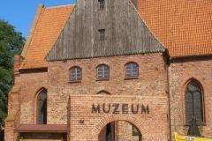 Muzeum Rybołówstwa Morskiego z wieżą widokową (mieszczące się w dawnym kościele gotyckim z XIV w.)