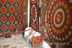 muzeum na terenie medressy prezentuje m.in. ubrania, wyposażenie wnętrz, ceramikę...