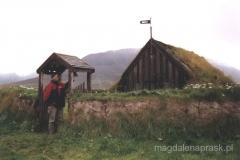 Farma Grof z kościółkiem krytym darnią z XVIIw