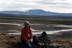 W tle czynny wulkan Tekla (1.491m npm)
