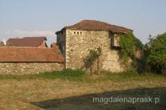 rozpadająca się kulla - tradycyjny dom w tym regionie