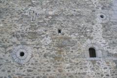 te tradycyjne domu miemal zupełnie pozbawione są okien