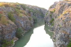 .... a z drugiej strony mostu niczym z innej bajki - przepiękny kanion
